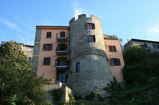 1280px-Casa_Torre_Campagnano