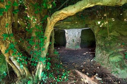 Grotte di origine etrusca nella rupe di Belmonte